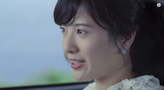 アップヘアの吉高由里子さん